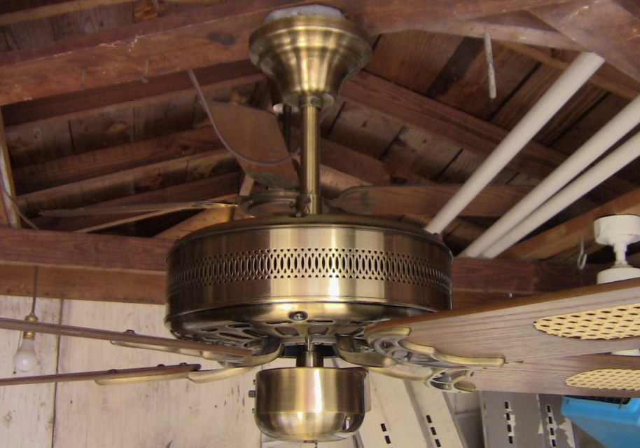 Unknown Caribbean Electric Inc 5 Blade Ge Vent Ceiling Fan