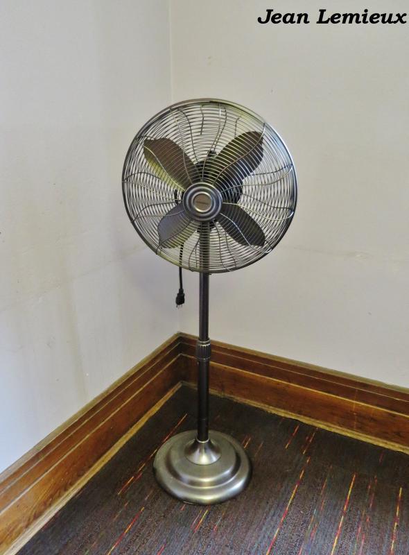 Garrison Retro 40 cm Pedestal Fan