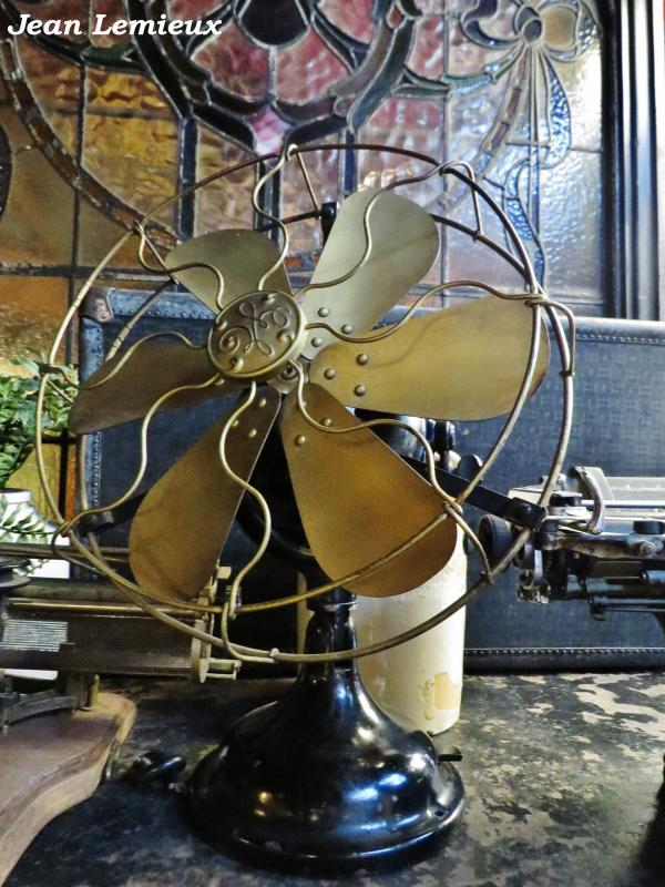 General Electric 12'' Desk Fan